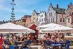 Deutschland, Bayern, Oberpfalz, Naturpark Oberer Bayerischer Wald, Cham: Cafes auf dem Marktplatz   Germany, Bavaria, Upper Palatinate, Nature Park Upper Bavarian Forest, Cham: Cafes at Market Square
