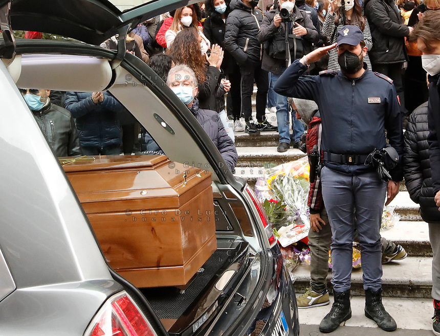 Funerali  di Ornella Pinto , altra donna vittima di femminicidio  , uccisa dal marito Pinotto Iacomino con dodici coltellate