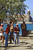 Europe/France/Languedic-Roussillon/66/Pyrénées-Orientales/Collioure : Homme jouant à la pétanque<br /> PHOTO D'ARCHIVES // ARCHIVAL IMAGES<br /> FRANCE 1980