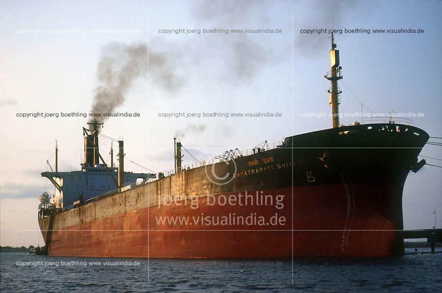 INDIA Kerala Kochi, indian oil tanker in harbour / INDIEN Cochin, indischer Oeltanker im Hafen