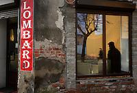 TEST: Æ,æ.Ø,ø,Å,å<br /> <br /> People passing by the pawnshop...10/02/2009 Zyrardow, Poland..Pawnshops have become increasingly popular due to crisis. The typical percentage rate is 10% for 20 days, which makes it 180% APR...Photo by Piotr Malecki<br /> <br /> TEST: Æ,æ.Ø,ø,Å,å