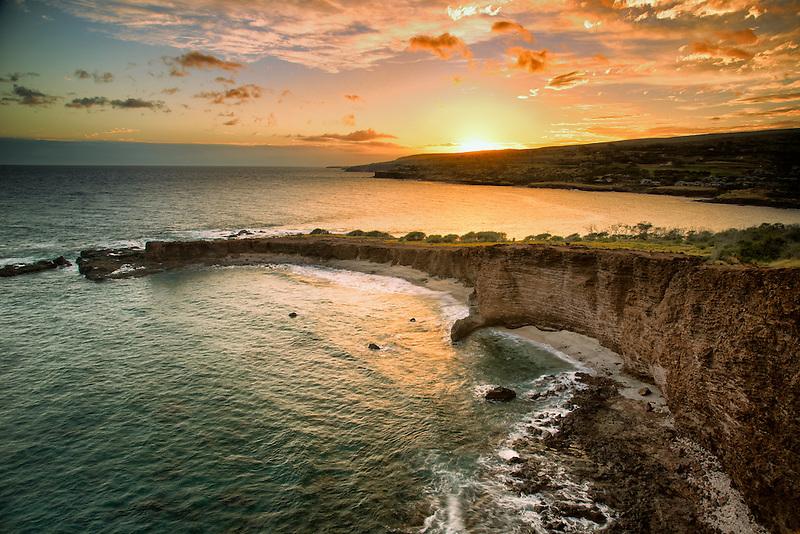 Sunset ay Sweetheat Rock, Lanai, Hawaii.