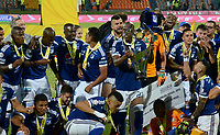 MEDELLÍN - COLOMBIA, 07-02-2018: Jugadores de Millonarios celebran el título como campeones de la de la SuperLiga Águila 2018 después del encuentro entre Atlético Nacional y Millonarios por la fecha 20 de la SuperLiga Águila 2018 jugado en el estadio Atanasio Girardot de la ciudad de Medellín. / Players of Millonarios celebrate the tittle as champions of the SuperLiga Aguila 2018 after the match between Atletico Nacional and Millonarios for the final of the SuperLiga Aguila 2018 at Atanasio Girardot stadium in Medellin city. Photo: VizzorImage/ León Monsalve /Cont
