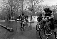 ARCHIVE -<br /> Innondation a Rosemere (Laval), 21 mai 1974<br /> <br /> Photo : Agence Quebec Presse  - Alain Renaud