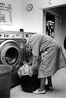 England. Greater Manchester. Salford. Women living in poverty. An elderly woman is picking up her washed clothes at a public launderette. ran by SUDS Women Co-operative. Salford is a city in the Metropolitan Borough of Salford in Greater Manchester. North West England is one of nine official regions of England. © 1990 Didier Ruef