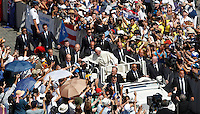 Papa Francesco saluta i fedeli al termine della messa per la canonizzazione di Madre Teresa di Calcutta in Piazza San Pietro, Citta' del Vaticano, 4 settembre 2016.<br /> Pope Francis greets faithful at the end of a mass for the canonization of Mother Teresa in St. Peter's Square at the Vatican, 4 September 2016.<br /> <br /> UPDATE IMAGES PRESS/Isabella Bonotto<br /> <br /> STRICTLY ONLY FOR EDITORIAL USE