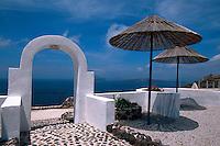 Gartenrestaurant bei Akrotiri, Insel Santorin (Santorini), Griechenland, Europa