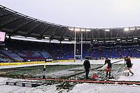 """Gli spalatori puliscono il campo dalla neve.Roma 11/20/2012 Stadio """"Olimpico"""".Rugby 6 Nations Tournament - Torneo delle 6 Nazioni 2012.Italia Vs Inghilterra - Italy Vs England .Foto Insidefoto Andrea Staccioli"""