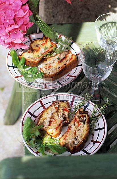 """Europe/France/Aquitaine/64/Pyrénées-Atlantiques/Saint-Jean-de-Luz: Cake aux sardines et piments d'Espelette - Recette de Benoit Sarthou chef de """"La Taverne Basque"""""""