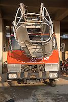 Feuerwehr in Qamishli, Rojava/Syrien.<br /> Von sieben Feuerwehr-Fahrzeugen die der YPG-Regierung in Qamishli zur Verfuegung stehen, ist nur eines funktionstuechtigt. Fuenf Fahrzeuge sind mit vorhandenen Mitteln nicht zu reparieren - Motorschaden, unbenutzbare Fahrerkabinen, defekte Stromleitungen.<br /> Zusaetzlich zumden Augaben der Feuerwehr muessen die 12 Feuerwehrmaenner - je 3 von ihnen arbeiten in 24-Stundenschichten - auch noch Wasser in Stadtteile ohne Wasserversorgung verteilen.<br /> Ein Feuerwehrfahrzeg von Magirus-Deutz mit Motorschaden.<br /> 15.12.2014, Qamishli/Rojava/Syrien<br /> Copyright: Christian-Ditsch.de<br /> [Inhaltsveraendernde Manipulation des Fotos nur nach ausdruecklicher Genehmigung des Fotografen. Vereinbarungen ueber Abtretung von Persoenlichkeitsrechten/Model Release der abgebildeten Person/Personen liegen nicht vor. NO MODEL RELEASE! Nur fuer Redaktionelle Zwecke. Don't publish without copyright Christian-Ditsch.de, Veroeffentlichung nur mit Fotografennennung, sowie gegen Honorar, MwSt. und Beleg. Konto: I N G - D i B a, IBAN DE58500105175400192269, BIC INGDDEFFXXX, Kontakt: post@christian-ditsch.de<br /> Bei der Bearbeitung der Dateiinformationen darf die Urheberkennzeichnung in den EXIF- und  IPTC-Daten nicht entfernt werden, diese sind in digitalen Medien nach §95c UrhG rechtlich geschuetzt. Der Urhebervermerk wird gemaess §13 UrhG verlangt.]