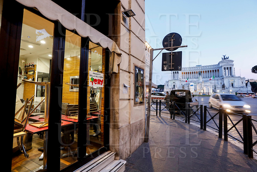 A restaurant cafe prepares to close in Piazza Venezia in Rome, Italy, March 10, 2020. The Italian government imposed restriction aimed to contain the Covid-19 spread, including cafes, restaurants and other shops forced to close at 6pm and forbidding personal movement.<br /> UPDATE IMAGES PRESS/Riccardo De Luca