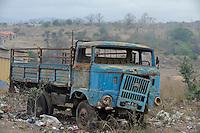 ANGOLA road to Calulo, old east german truck IFA W50 which was from GDR German Democratic Republic supplied as development aid to Angola in the 80s / ANGOLA Strasse nach Calulo, alter ostdeutscher Lastwagen IFA W50, wurden als DDR Entwicklungshilfe in der 80ern nach Angola geliefert, IFA Industrieverbands Fahrzeugbau Ludwigsfelde