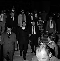 20 Octobre 1965. Vue de François Mitterand qui descend un escalier