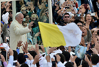BOGOTÁ - COLOMBIA, 07-09-2017:  El Papa Francisco saluda a los feligreses a su llegada al parque Simón Bolívar en Bogotá para celebrar la eucaristía. El Papa Francisco realiza la visita apostólica a Colombia entre el 6 y el 11 de septiembre de 2017 llevando su mensaje de paz y reconciliación por 4 ciudades: Bogotá, Villavicencio, Medellín y Cartagena. / Pope Francisco greets the parishioners at his arrive to celebrate the mass at Simon Bolivar park in Bogota. Pope Francisco makes the apostolic visit to Colombia between September 6 and 11, 2017, bringing his message of peace and reconciliation to 4 cities: Bogota, Villavicencio, Medellin and Cartagena. Photo: VizzorImage / Gabriel Aponte / Staff