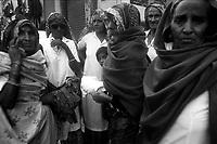 11.2010 Pushkar (Rajasthan)<br /> <br /> Women in pilgrimage at Pushkar for kartik purnima.<br /> <br /> Femmes en pèlerinage a Pushkar pour kartik purnima(pleine lune de novembre).