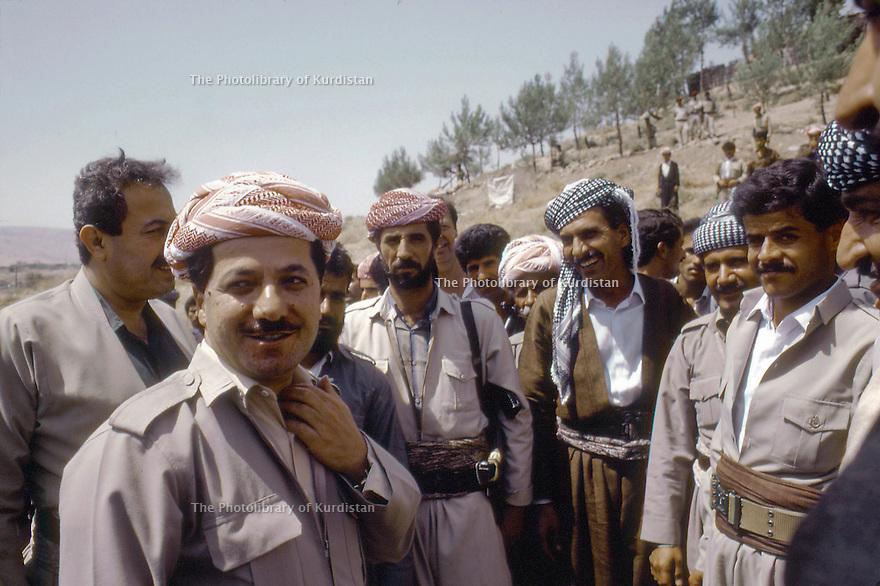 Irak 1991<br /> Au poste de controle de Kore, Massoud Barzani revenant de Bagdad accueilli par des personnalites du parti PDK et des peshmergas<br /> Iraq 1991<br /> Checkpoint in Kore, Massoud Barzani coming back from Bagdad, welcome by personnalities of KDP and peshmergas
