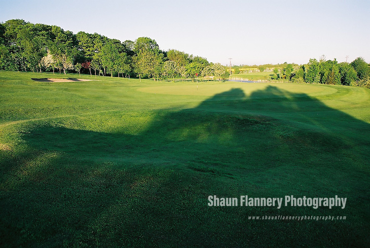 Pix: Shaun Flannery/shaunflanneryphotography.com...COPYRIGHT PICTURE>>SHAUN FLANNERY>01302-570814>>07778315553>>..18th May 2004..............Hickleton Golf Club, Lidgett Lane, Hickleton, Doncaster, DN5 7BE..Golf Course - 10th green