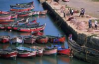 Afrique/Maghreb/Maroc/El-Jadida : Le port de pêche, barques de pêcheurs depuis les remparts de la Citadelle portugaise