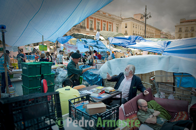 two man speaks in the Puerta del Sol square in Madrid, on May 31, 2011. Young people camped in main squares across Spain in the largest spontaneous protests since the country plunged into recession after the collapse of a property bubble in 2008. (c) PEDRO ARMESTRE
