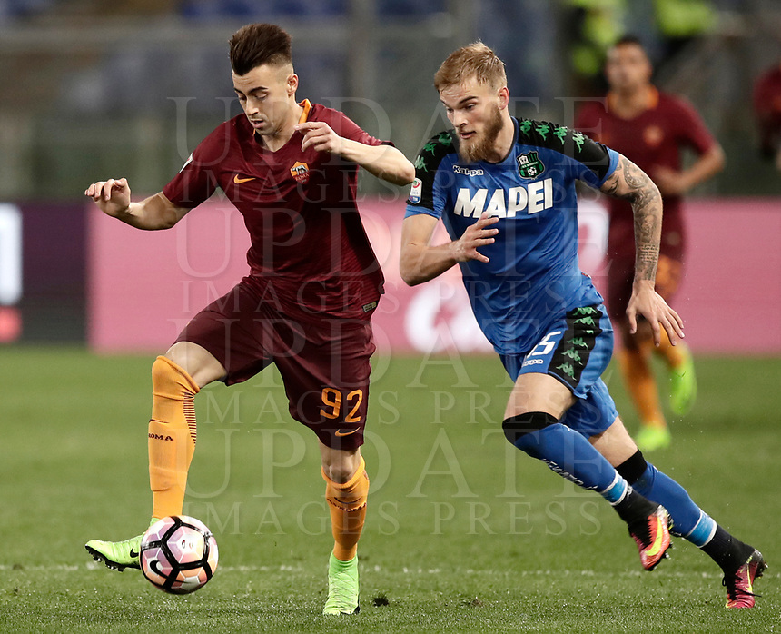 Calcio, Serie A: Roma, stadio Olimpico, 19 marzo, 2017<br /> Roma's Stephan El Shaarawy (l) in action with Sassuolo's Timo Letschert (r) during the Italian Serie A football match between Roma and Sassuolo at Rome's Olympic stadium, March 19, 2017<br /> UPDATE IMAGES PRESS/Isabella Bonotto