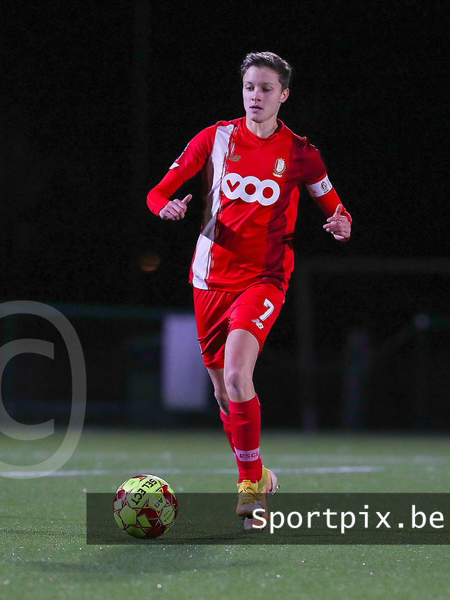 Maurane Marinucci (7 Standard) with the ball during a female soccer game between Oud Heverlee Leuven and Standard Femina De Liege on the 10th matchday of the 2020 - 2021 season of Belgian Womens Super League , sunday 20 th of December 2020  in Heverlee , Belgium . PHOTO SPORTPIX.BE | SPP | SEVIL OKTEM