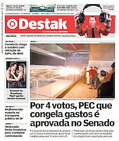 14.12.2016 - Grupo depredou a entrada e disparou rojões no interior do edifício-sede da Fiesp, na av. Paulista; em Brasília e no Rio também ocorreram protestos. (Foto: Fábio Vieira/FotoRua)