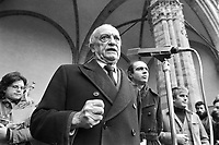 - women's demonstration for the abortion organized by Radical Party; speaks the well-known broadcaster journalist Ruggero Orlando; behind him Gianfranco Spadaccia, secretary of the Radical Party  (Florence, 1975)<br />