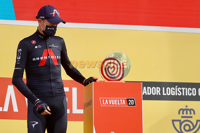 Chris Froome (GBR) Ineos Grenadiers was awarded the winners trophy by Race Director Javier Guillén to recognize his victory in the 2011 Vuelta a España nine years after the race took place, at sign on before the start of Stage 18 of the Vuelta Espana 2020, running 139.6km from Hipódromo de La Zarzuela to Madrid, Spain. 8th November 2020. <br /> Picture: Luis Angel Gomez/PhotoSportGomez | Cyclefile<br /> <br /> All photos usage must carry mandatory copyright credit (© Cyclefile | Luis Angel Gomez/PhotoSportGomez)