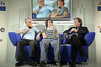 """Kathrin Passig und Aleks Scholz stellen auf dem blauen Sofa das """"Lexikon des Unwissens"""" vor"""