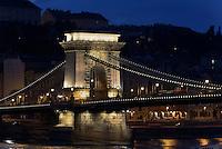 Kettenbrücke, Széchenyi lánchid über die Donau, Budapest, Ungarn, UNESCO-Weltkulturerbe