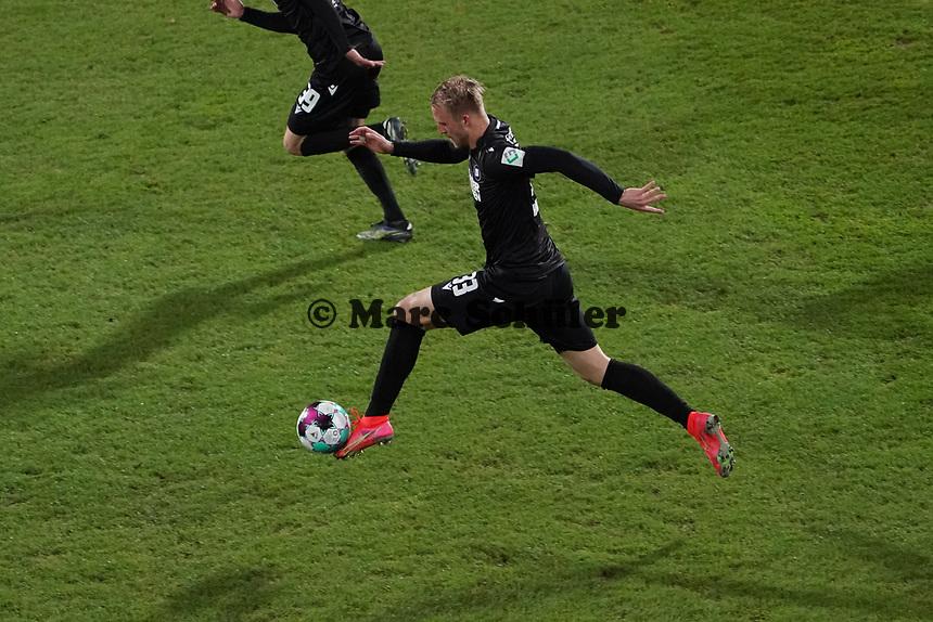 Philipp Hofmann (Karlsruher SC)<br /> <br /> - 26.02.2021 Fussball 2. Bundesliga, Saison 20/21, Spieltag 23, SV Darmstadt 98 - Karlsruher SC, Stadion am Boellenfalltor, emonline, emspor, <br /> <br /> Foto: Marc Schueler/Sportpics.de<br /> Nur für journalistische Zwecke. Only for editorial use. (DFL/DFB REGULATIONS PROHIBIT ANY USE OF PHOTOGRAPHS as IMAGE SEQUENCES and/or QUASI-VIDEO)