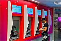 Caixa eletrônico de banco,. São Paulo. 2020. Foto de Juca Marti