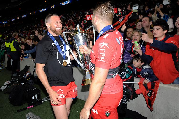 Matt Giteau of RC Toulon celebrates with Drew Mitchell of RC Toulon