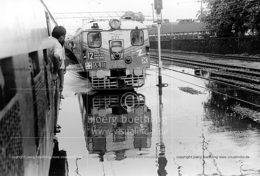 INDIA Maharashtra Mumbai Bombay, crowded city train during Monsoon rain at flooded track / INDIEN Mumbai, ueberfuellter S-Bahn Zug auf überflutetem Gleis im Monsun Regen - copyright Joerg Boethling, Also as signed black&white fine print available.