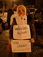 BOGOTA - COLOMBIA, 06-07-2018: Miles de personas se congregaron en la Plaza de Bolívar de Bogotá, Colombia, hoy, 06 de junio de 2018 en una Velatón Nacional para rechazar categóricamente los asesinatos de líderes sociales en el país con el lema #NosEstánMatando. La Velatón Nacional se realiza en simultaneo en las plazas de las principales ciudades de Colombia. / Thousands of people gathered in the Plaza de Bolivar in Bogotá, Colombia, today, June 6, 2018 in a National Velaton to categorically reject the assassinations of social leaders in the country with the slogan # NosEstanMatando. The National Velaton is carried out simultaneously in the squares of the main cities of Colombia.  Photo: VizzorImage / Diego Cuevas / Cont