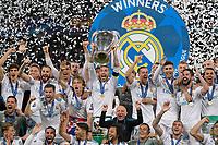 26.05.2018,  Football UEFA Champions League Finale 2018, Real Madrid - FC Liverpool, Olympiastadium Kiew (Ukraine). winner  Real Madrid celebrates den Gewinn Champions League , mi. Sergio Ramos (Real Madrid) and dem Pokal *** Local Caption *** © pixathlon<br /> <br /> Contact: +49-40-22 63 02 60 , info@pixathlon.de