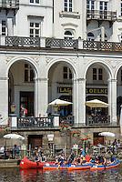 Alsterarkaden und Boote auf der kleinen Alster, Hamburg-Innenstadt, Deutschland, Europa<br /> Alster-Arcades and boats on Kleine Alster, Hamburg, Germany