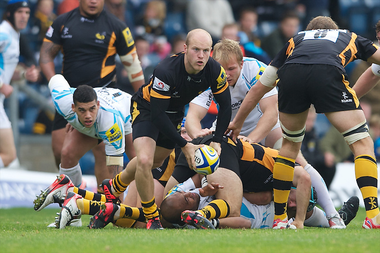 Joe Simpson of London Wasps passes during the Aviva Premiership match between London Wasps and Worcester Warriors at Adams Park on Sunday 7th October 2012 (Photo by Rob Munro)