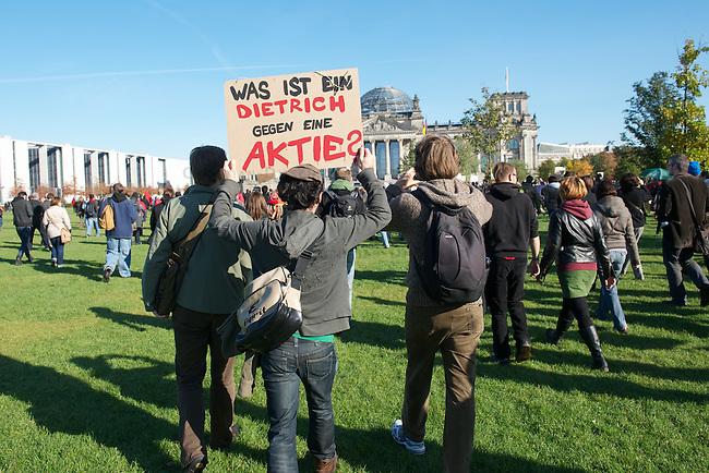 Mehrere tausend Menschen demonstrierten am Samstag den 15. Oktober 2011, dem sog. Global Action Day, in Berlin gegen die Macht der Banken und die Finanzpolitik der Bundesregierung, die die Staatsschulden, die Kosten fuer den Euro-Rettungsschirm und die Verluste der Banken auf die Bevoelkerung umverteilen will.<br /> Im Bild: Demonstartionsteilnehmer vor dem Reichstag.<br /> 15.10.2011, Berlin<br /> Copyright: Christian-Ditsch.de<br /> [Inhaltsveraendernde Manipulation des Fotos nur nach ausdruecklicher Genehmigung des Fotografen. Vereinbarungen ueber Abtretung von Persoenlichkeitsrechten/Model Release der abgebildeten Person/Personen liegen nicht vor. NO MODEL RELEASE! Nur fuer Redaktionelle Zwecke. Don't publish without copyright Christian-Ditsch.de, Veroeffentlichung nur mit Fotografennennung, sowie gegen Honorar, MwSt. und Beleg. Konto: I N G - D i B a, IBAN DE58500105175400192269, BIC INGDDEFFXXX, Kontakt: post@christian-ditsch.de<br /> Bei der Bearbeitung der Dateiinformationen darf die Urheberkennzeichnung in den EXIF- und  IPTC-Daten nicht entfernt werden, diese sind in digitalen Medien nach §95c UrhG rechtlich geschuetzt. Der Urhebervermerk wird gemaess §13 UrhG verlangt.]