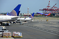 USA, New York City, Newark Airport, Boeing aircraft of United Airlines at gate, starting southwest airplane