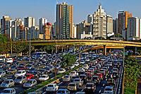 Congestionamento de transito na avenida 23 de Maio. Sao Paulo. 2011. Foto de Juca Martins.