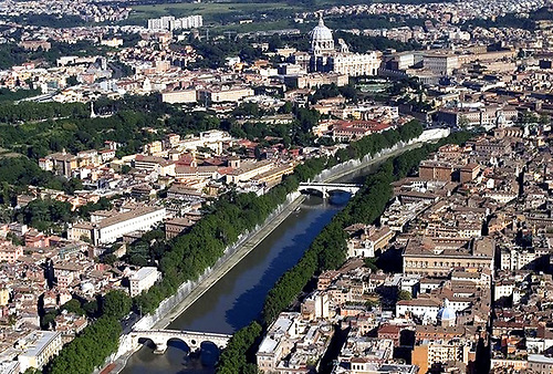 The River Tiber in Rome is of a size comparable to the Liffey in Dublin. Rome's seaport is now far from the city, but the Mayor wants to bring ships back to town.