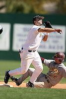 February 21, 2009:  Second baseman Vince Belnome (4) of West Virginia University during the Big East-Big Ten Challenge at Jack Russell Stadium in Clearwater, FL.  Photo by:  Mike Janes/Four Seam Images