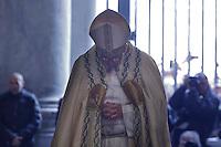 Papa Francesco varca la Porta Santa in occasione dell'inizio ufficiale del Giubileo della Misericordia, nella Basilica di San Pietro, Citta' del Vaticano, 8 dicembre 2015.<br /> Pope Francis enters the Holy Door on the occasion of the start of the Jubilee of Mercy, on St. Peter's Basilica at the Vatican, 8 December 2015.<br /> UPDATE IMAGES PRESS/Giagnori Bonotto<br /> <br /> STRICTLY ONLY FOR EDITORIAL USE