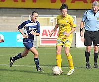 Waasland Beveren Sinaai Girls - Famkes Merkem : .Kwartfinale beker van België 2011-2012 : Meagan McLoughlin aan de bal voor Sarah Verschaeve..foto DAVID CATRY / JOKE VUYLSTEKE / Vrouwenteam.be