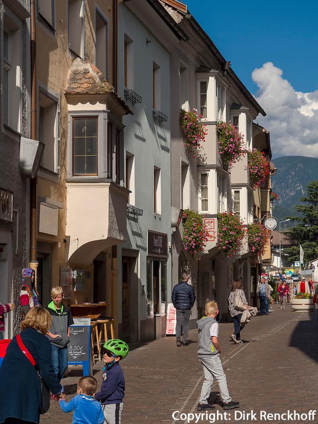 Fußgängerzone in Brixen, Region Südtirol-Bozen, Italien, Europa<br /> pedestrian area in Brixen, Region South Tyrol-Bolzano, Italy, Europe