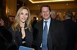 """MARIA LEITNER CON GIULIO ZUMSTEIN<br /> VERNISSAGE """"ROMA 2006 10 ARTISTI DELLA GALLERIA FOTOGRAFIA ITALIANA"""" AUDITORIUM DELLA CONCILIAZIONE ROMA 2006"""