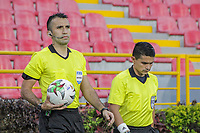 IBAGUE - COLOMBIA, 30-03-2021: Carlos Betancur, árbitro, durante partido entre Deportes Tolima y Atlético Nacional por la fecha 16 como parte de la Liga BetPlay DIMAYOR I 2021 jugado en el estadio Manuel Murillo Toro de la ciudad de Ibagué. / Carlos Betancur, referee, during the match between Deportes Tolima and Atletico Nacional for the date 16 as part of BetPlay DIMAYOR League I 2021 played at Manuel Murillo Toro stadium in Ibague. Photo: VizzorImage / Juan Torres / Cont