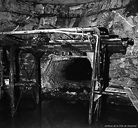 Rencontre des tunnels entre les stations de métro Crémazie et Jarry lors des travaux d'excavation. 8 novembre 1963