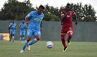MONTERÍA - COLOMBIA ,04-11-2018: Oliveira da Silva (Izq.) jugador de Jaguares de Córdoba disputa el balón con Alvaro Angulo (Der.) jugador del Rionegro durante partido por la fecha 18 de la Liga Águila II 2018 jugado en el estadio Municipal Jaraguay de Montería . / Oliveira da Silva (L) player of Jaguares of Cordoba fights for the ball with Alvaro Angulo (R) player of Rionegro  during the match for the date 18 of the Liga Aguila II 2018 played at Municipal Jaraguay Satdium in Monteria City . Photo: VizzorImage /Andrés Felipe López  / Contribuidor.